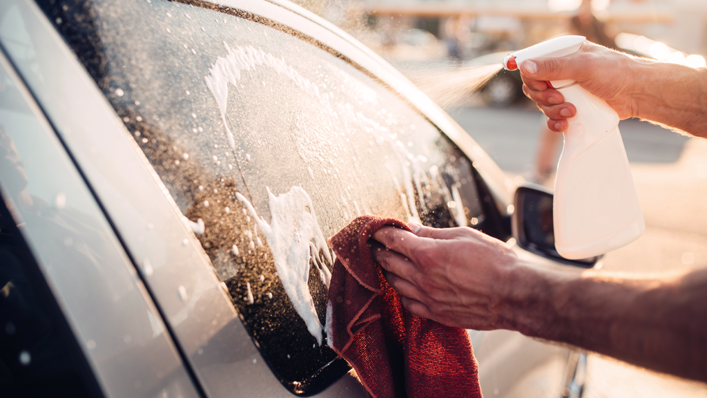 tips for cleaning car windows